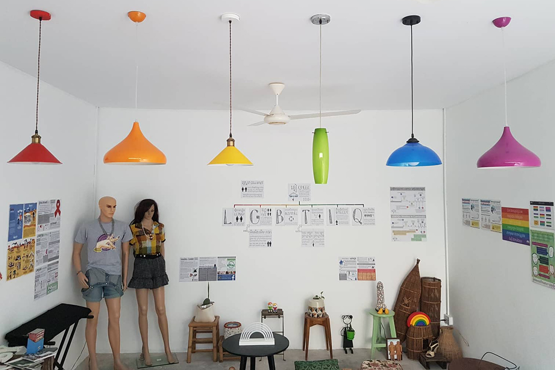 Gay in Cambodia Schwul in Kambodscha Rainbow colored lamps and posters © Café Krousar/ A Place To Be Yourself - Jason Argenta